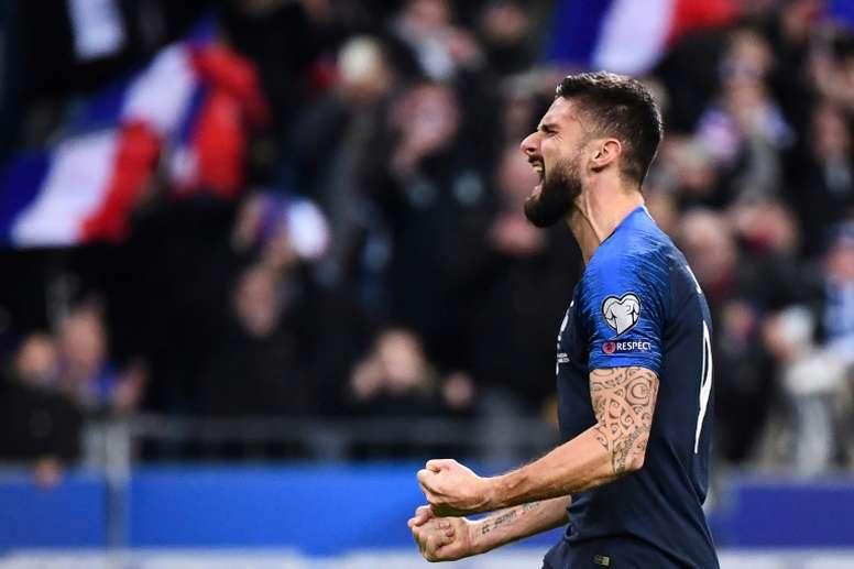 Giroud quiere minutos y el Crystal Palace le ofrece un papel protagonista. AFP