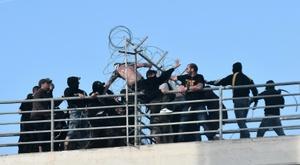 Affrontement entre supporters de supporters de l'AEK Athènes et du Paok Salonique. AFP