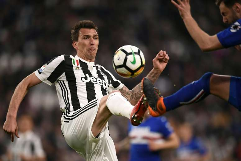 En la Juve revisarán el contrato de Mandzukic y le ofrecerán una mejora. AFP