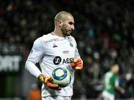 La LFP enjoint Saint-Etienne de réintégrer Ruffier, le club fait appel. afp