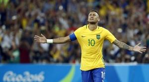 Lattaquant brésilien Neymar, auteur du tir au but décisif en finale olympique face lAllemagne le 20 août 2016 au Maracana à Rio