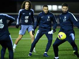 Français, Anglais et Portugais veulent leur ticket. AFP