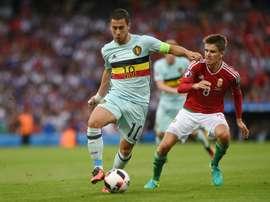 Le Hongrois Adam Nagy au marquage du capitaine de la Belgique Eden Hazard en 8e de finale de lEuro, le 26 juin 2016 à Toulouse