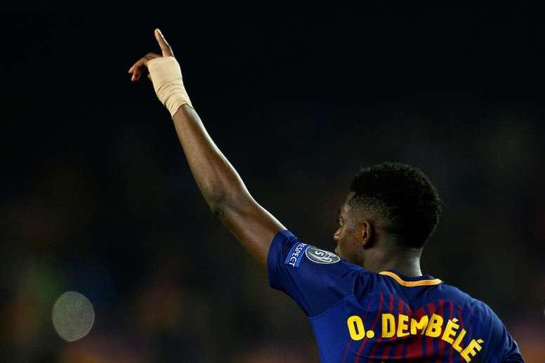 Dembélé trata de hacerse un sitio en el Barça. AFP