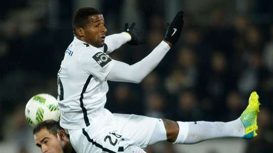 Antigo médio do V. Guimarães vai continuar na Ligue 1. AFP
