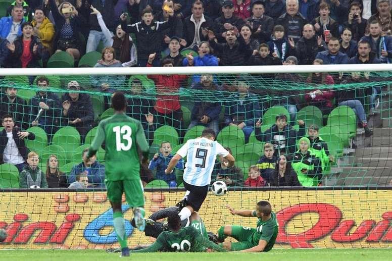 Argentina nunca ha perdido contra Nigeria en la Copa del Mundo, sólo en amistosos. AFP/Archivo