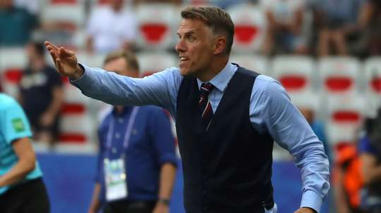 Le sélectionneur anglais Phil Neville quittera son poste en 2021. AFP