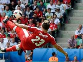 Le milieu suisse Xherdan Shaqiri inscrit un but acrobatique face à la Pologne à l'Euro. AFP