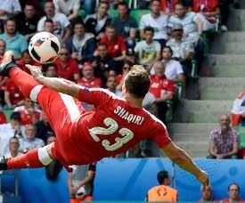 Shaqiri marcó uno de los goles del año. AFP