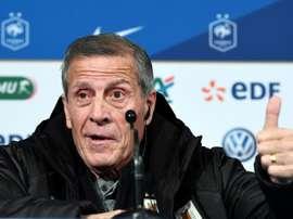 Tabarez en conférence de presse avec l'amical contre la France. AFP