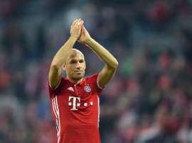Robben hizo el 0-2 en el tiempo de descuento. AFP