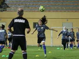 L'équipe féminine des - de 17 ans jordaniennes s'entraîne à Amman, le 22 juin 2016. AFP