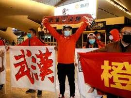 Les joueurs de l'équipe de foot de Wuhan de retour chez eux après 3 mois d'absence. AFP