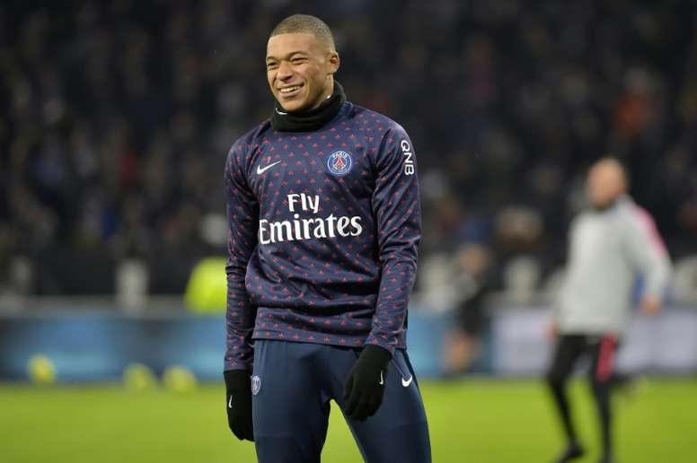 Mbappé é o único disponível dos três escudeiros do PSG. AFP