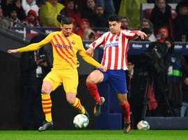 Lenglet não pensa em abandonar o Camp Nou. AFP