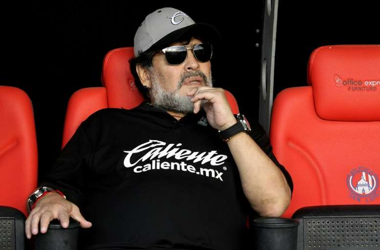 Maradona emocionado con De Rossi. AFP