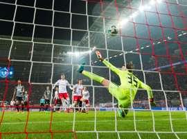 Hitz rejoint Dortmund. AFP