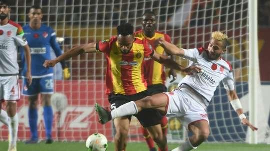 C1 d'Afrique: l'Espérance Tunis titrée au bout d'1h30 d'interruption. AFP