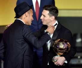 Neymar vive 'namoro à distância' com Messi. AFP