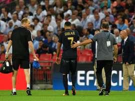 Nabil Dirar (Monaco) quitte la pelouse, blessé contre Tottenham, le 14 septembre 2016 à Wembley