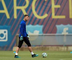 Neto wants to stay at Barca. AFP