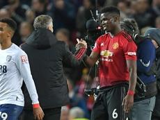 Paul Pogba salue son entraîneur Ole Gunnar Solskjaer. AFP