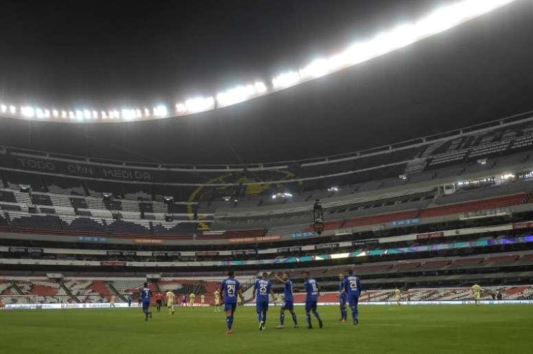 Huit cas de coronavirus dans le même club mexicain, la reprise menacée. AFP