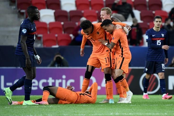 Países Bajos se clasificó para las semifinales en la última acción del partido. AFP