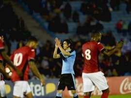 Lattaquant de lUruguay Edinson Cavani (c) réalise un doublé face à Trinité et Tobago en match de préparation à la Copa America, le 27 mars 2016