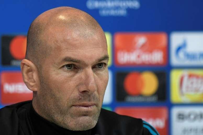 Zidane se mostró indignado con los que calificaron el pase del Madrid de robo. AFP
