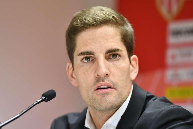 Robert desea suerte a Setién. AFP
