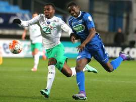 Les défenseurs de Saint-Etienne et Troyes, Rupert-Nathan Dekoke et Chris Mavinga, lors du match en 8es de finale de la Coupe de France à Troyes, le 10 février 2016