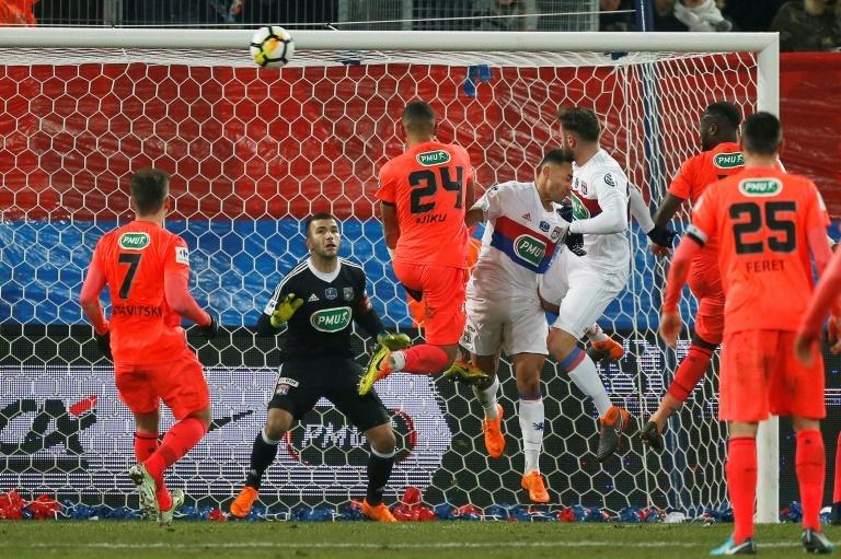Ligue 1 : Lyon assure l'essentiel face à Caen (1-0)