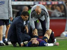 Messi receives treatment. AFP