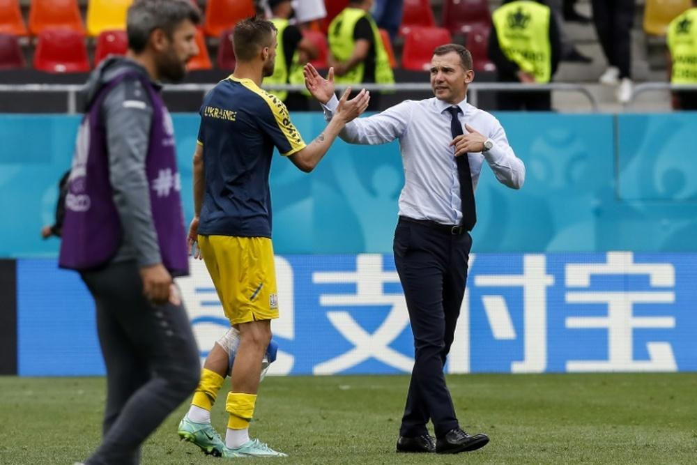 Ucrania recibe con honores a su Selección. AFP