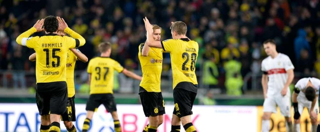 Les joueurs du Borussia Dortmund, vainqueurs du VFB Stuttgart sur sa pelouse en quarts de finale de la Coupe dAllemagne, le 9 février 2016
