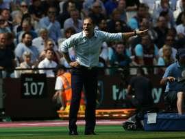 Bilic sufrió la dura eliminación del West Ham. AFP