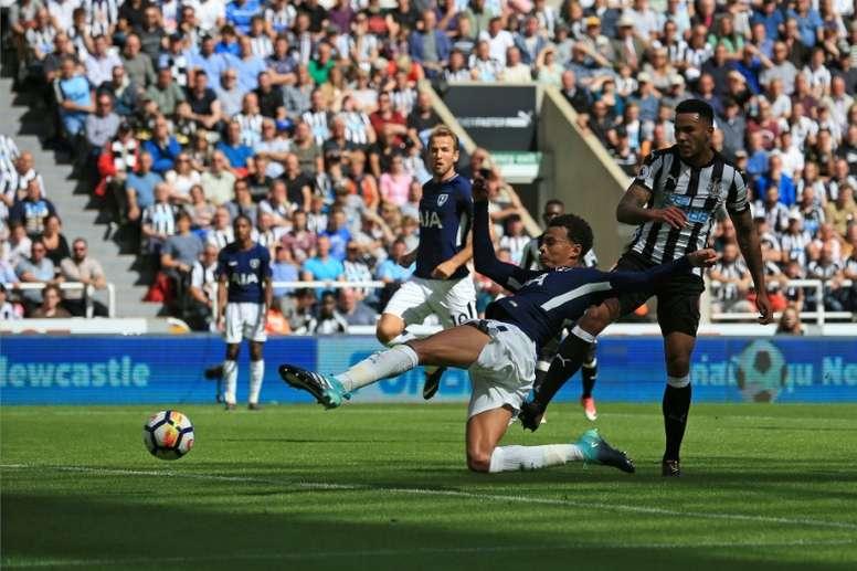 Dele Alli anotó el primer gol del Tottenham. AFP