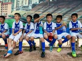 Des jeunes du Guangzhou R&F lors d'une pause. AFP