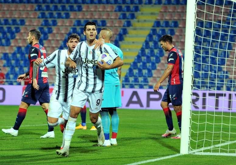 Sin Cristiano ni Dybala, Morata fue la referencia ante el Crotone. AFP
