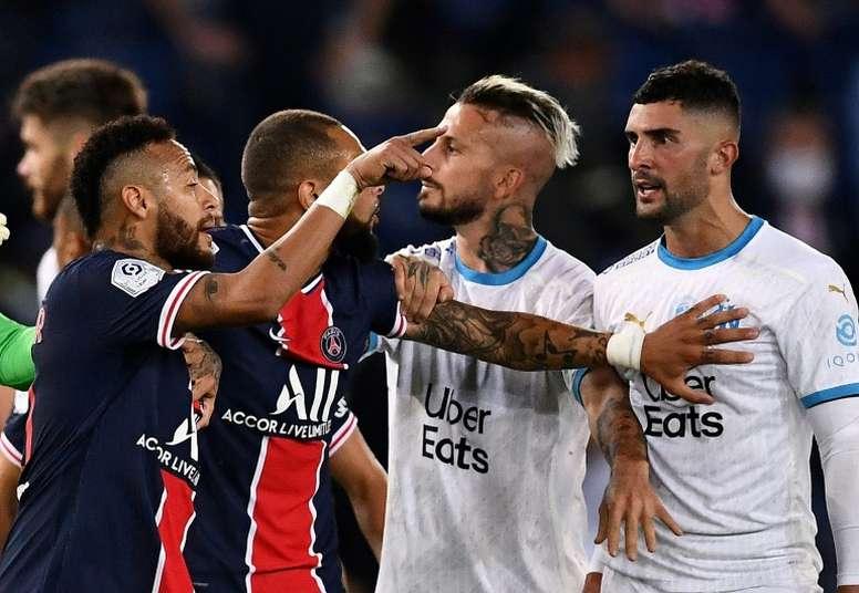 El agente de Álvaro desmiente insultos racistas contra Neymar. AFP