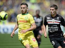 L'attaquant Jérémy Pied, alors à Nice, à la lutte avec le Nantais Thomasson à La Beaujoire. AFP
