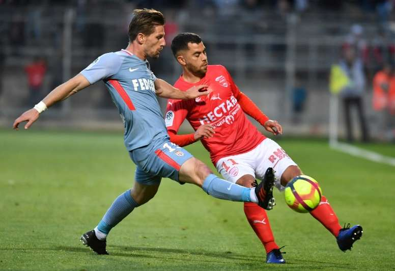Non conservé, Adrien Silva ne comprend pas. AFP