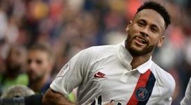 Neymar fue protagonista con su gol de chilena. AFP