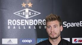 Bendtner negocia su rescisión con el Rosenborg. AFP