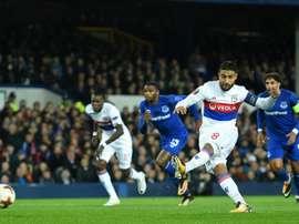 Le capitaine lyonnais Nabil Fekir transforme un penalty et lance l'OL vers un succès. AFP