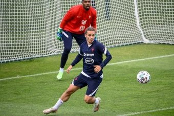 France suffered a double injury scare in training this Thursday. AFP