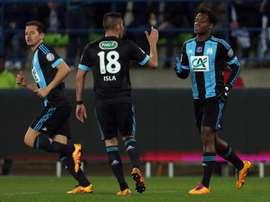 Lattaquant Michy Batshuayi (d) inscrit le but de la victoire pour Marseille en quarts de finale de la Coupe de France à Caen, le 3 mars 2016