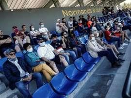 Retour limité du public dans les gradins lors de matches amicaux. AFP