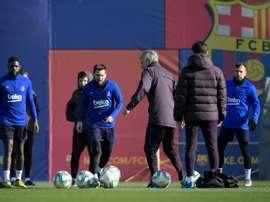 Messi, Piqué e Busquets voltam contra o Valência. AFP